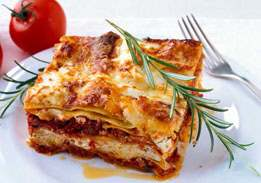 Mama's Beef Lasagna With Tomato Sauce